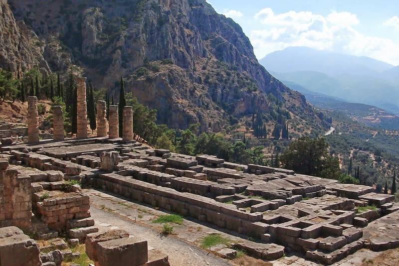 základy Apolónovho chrámu v Delfách