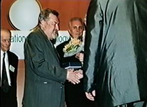Zbyněk Bureš - Kongres EAWOP Praha 2001 Ocenenie za celoživotné zásluhy o rozvoj psychológie práce