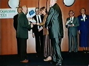 Jozef Daniel - Kongres EAWOP Praha 2001 Ocenenie za celoživotné zásluhy o rozvoj psychológie práce