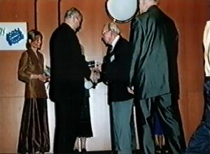 Oldřich Matoušek - Kongres EAWOP Praha 2001 Ocenenie za celoživotné zásluhy o rozvoj psychológie práce