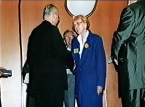 Marie Mayerová -Kongres EAWOP Praha 2001 Ocenenie za celoživotné zásluhy o rozvoj psychológie práce